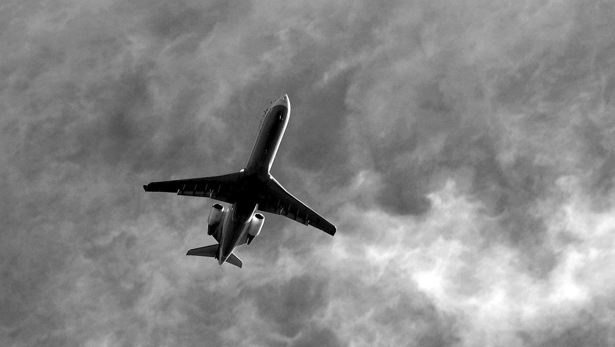 commercial jetliner CO2