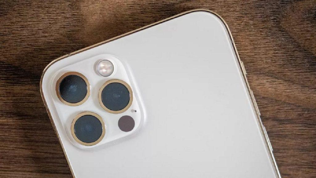 Apple iPhone satellite calls