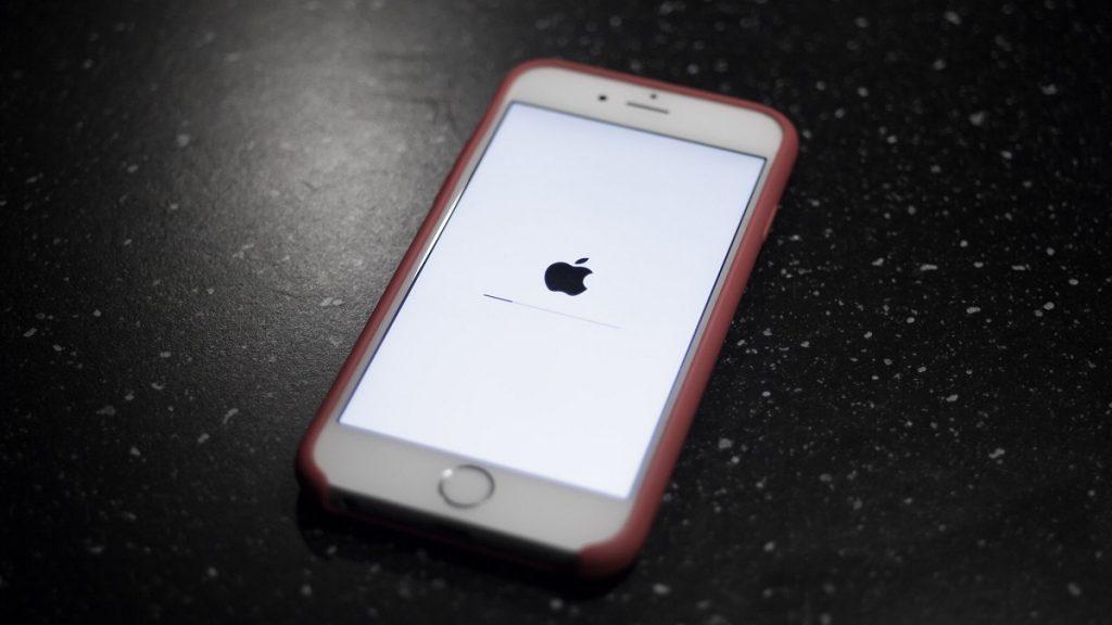 Apple iOS 15 iPhone OTA Update File Processing Stuck Issue