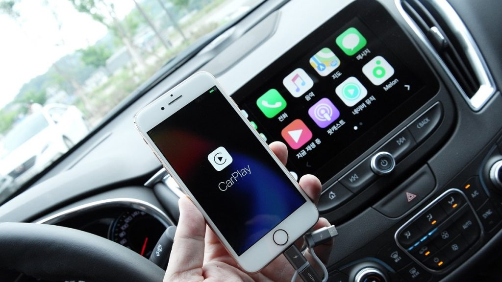 Google Android Auto Apple CarPlay Features Functions Reliability 3D Navigation Comparison